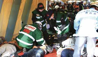 災害現場でも医療の提供に取り組んでいます。
