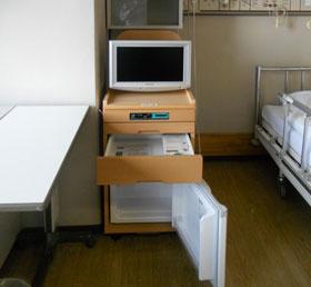 病室内設備(テレビ・DVD・冷蔵庫)